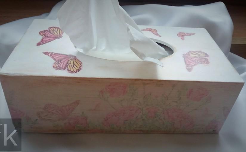 Chustecznik – pudełko na chusteczki z motylami