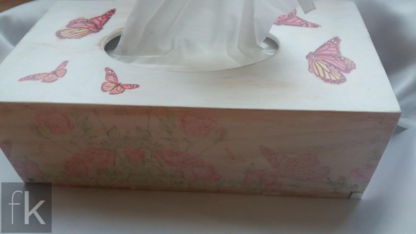 Chustecznik z motylami