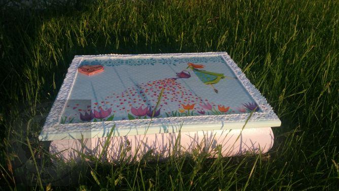 Pudełko z ogrodniczką decoupage