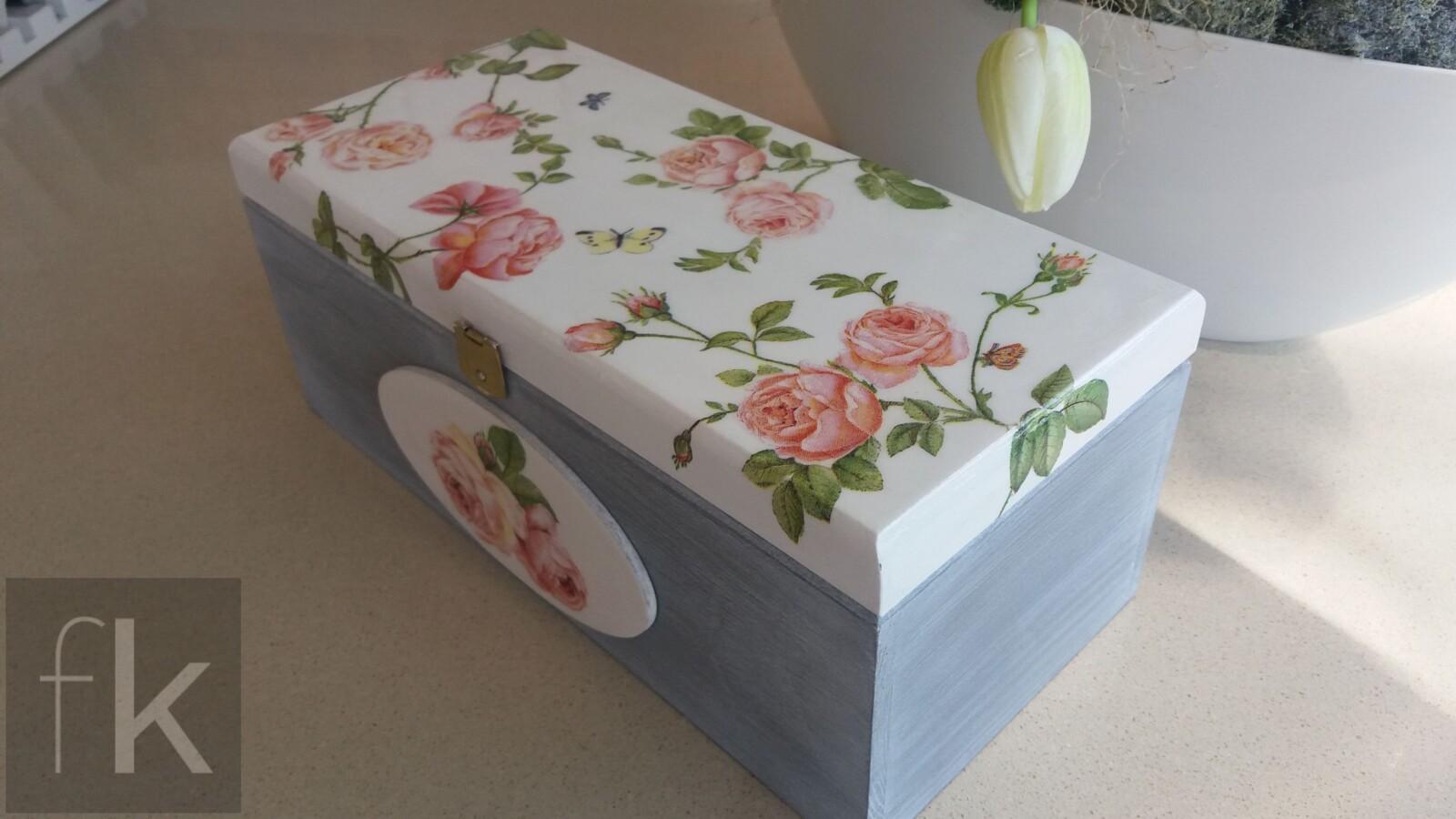 Pudełko z motywem róż (2)
