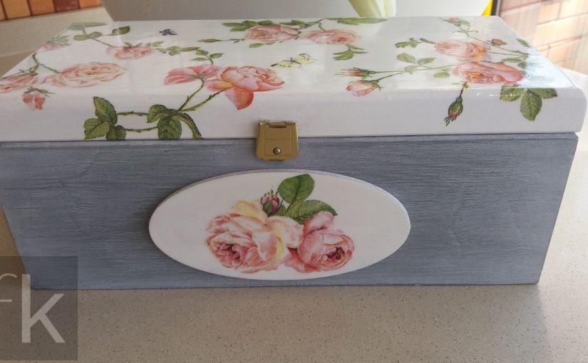 Pudełko z motywem róż