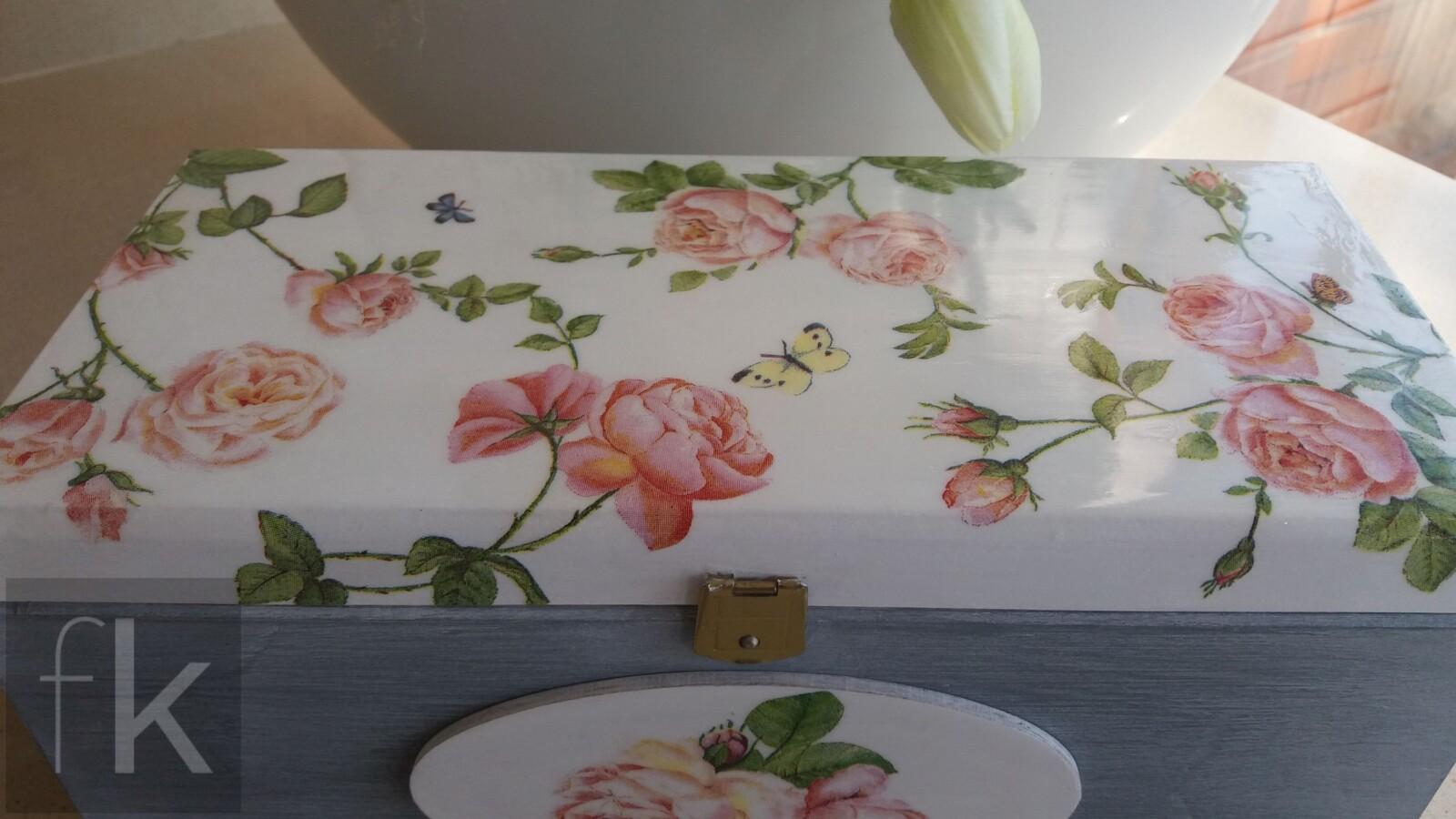 Pudełko z motywem róż (5)