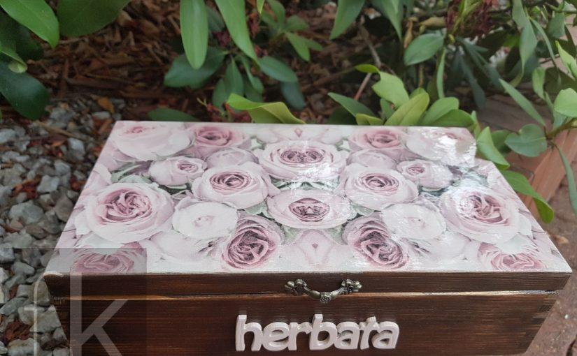 Herbaciarka decoupage z ośmioma przegrodami